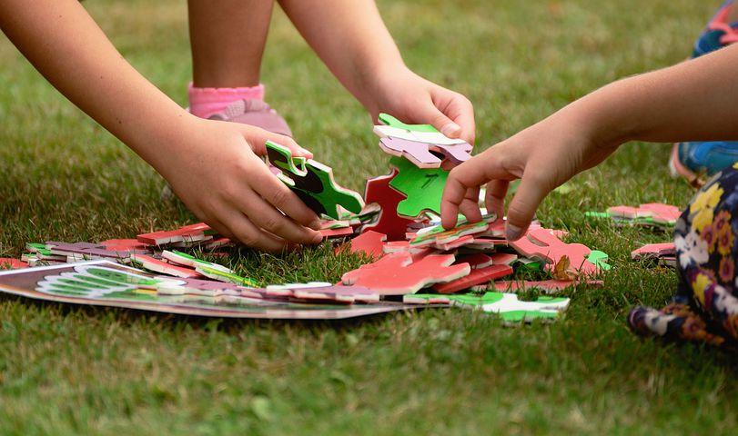 enfant puzzle psychomotricité